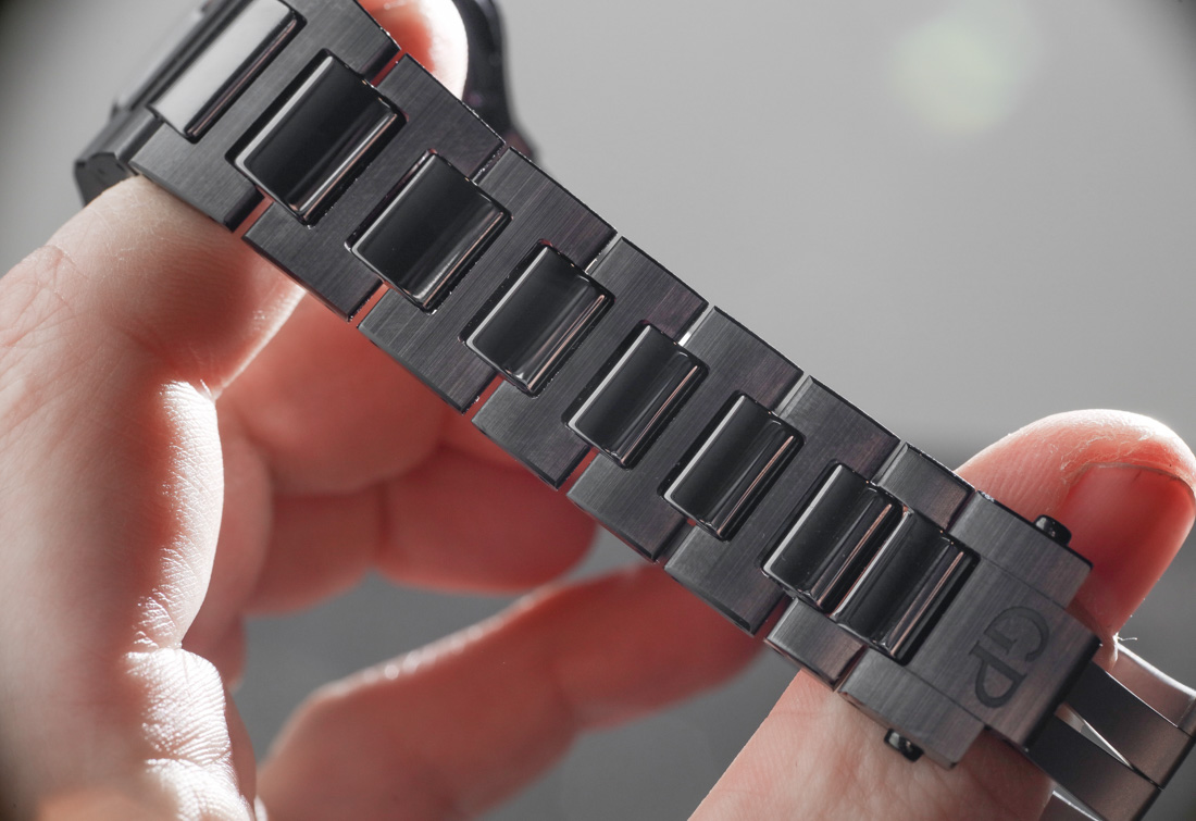 Girard-Perregaux Laureato Black Ceramic Hands-On Hands-On